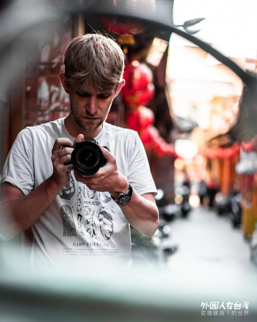 安德在中央街拍攝