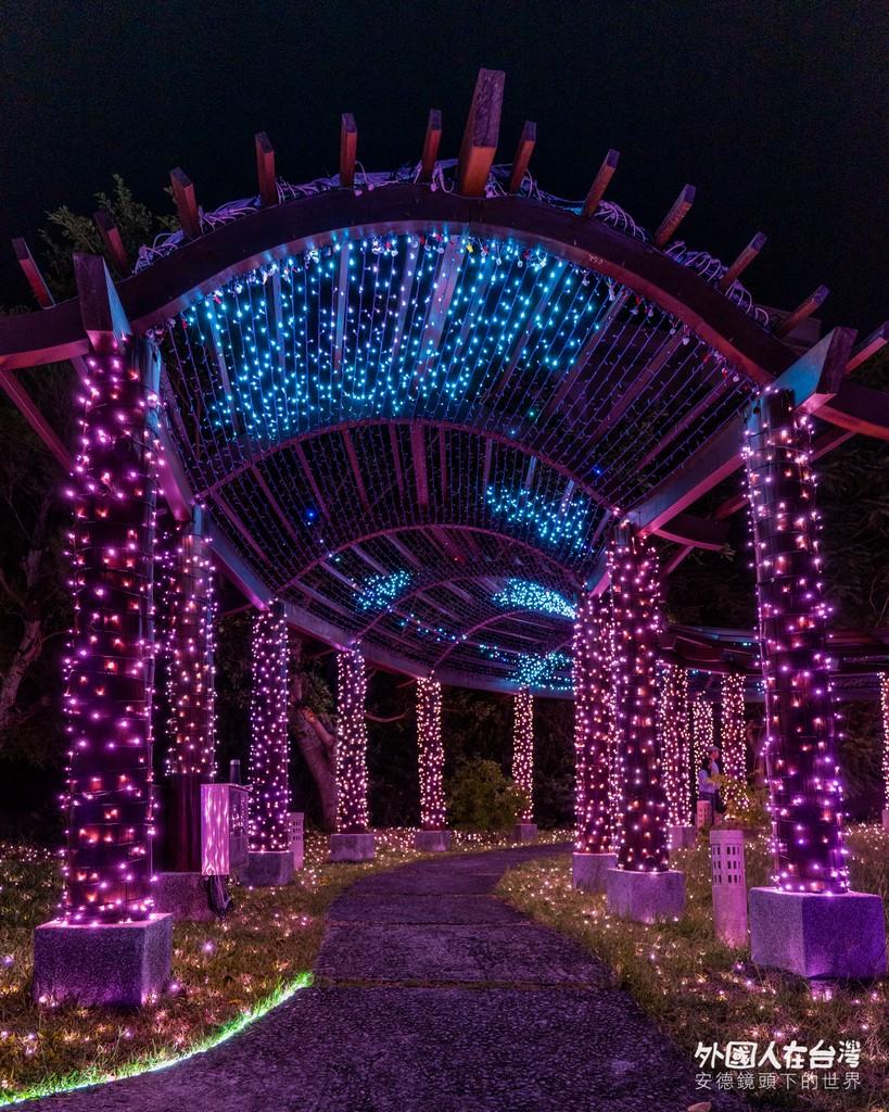 點滿燈的四重溪溫泉公園