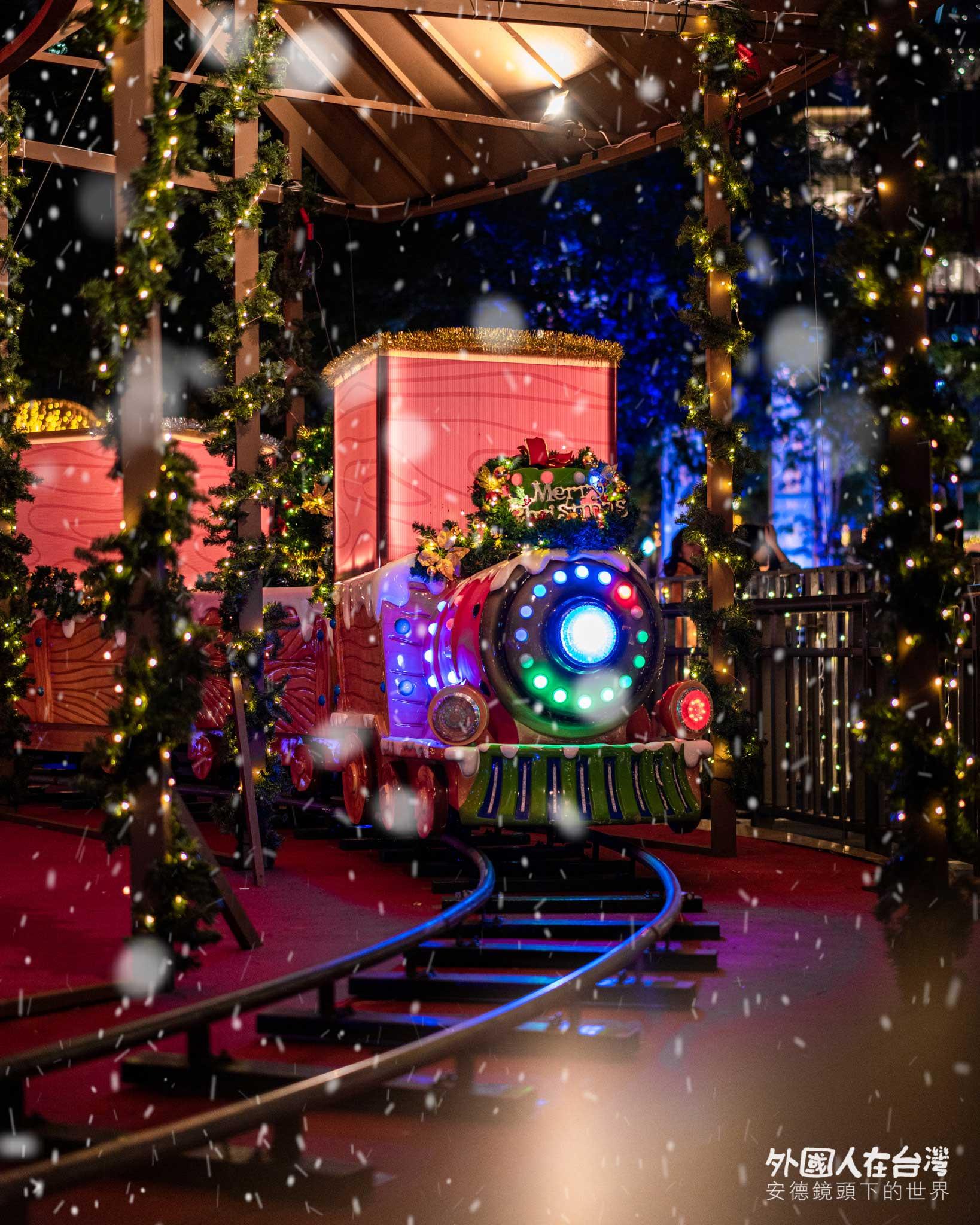 新北歡樂耶誕城下雪的小火車